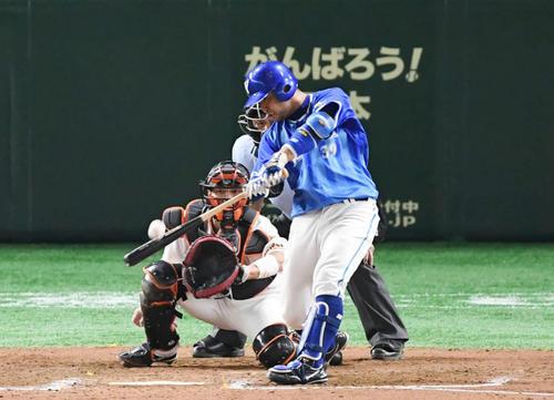 8回表DeNA2死三塁、嶺井は逆転の2点本塁打を放つ(撮影・加藤諒)