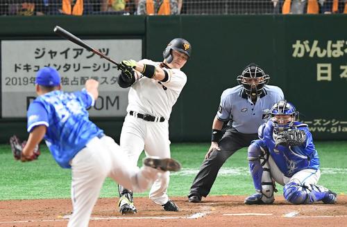 巨人対DeNA 6回裏巨人1死、丸は2打席連続となる左越え本塁打を放つ(撮影・加藤諒)