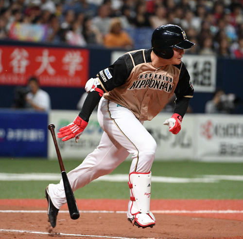 9回表日本ハム1死二塁、清宮幸太郎は二塁内野安打を放つ(撮影・渦原淳)