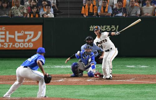 巨人対DeNA 7回裏巨人2死三塁、代打石川は空振り三振に倒れる。投手エスコバー(撮影・山崎安昭)