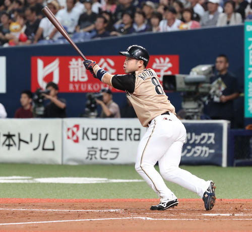 オリックス対日本ハム 3回表日本ハム1死満塁、近藤健介は中ゴロを放ち先制する(撮影・白石智彦)