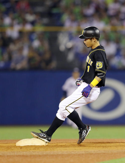 ヤクルト対阪神 9回表阪神1死一塁、二塁盗塁を決める鳥谷(撮影・前田充)