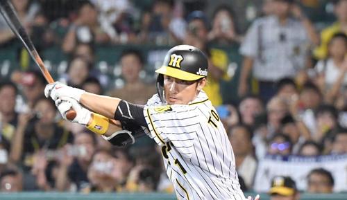鳥谷は左越え適時二塁打を放つ(2019年9月11日)