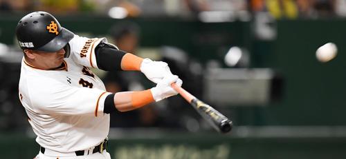 初回に中越え満塁本塁打を放つゲレーロ(2019年7月28日)