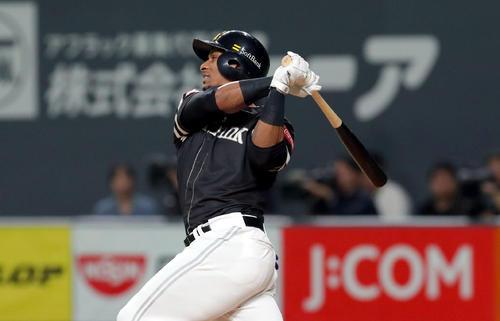 日本ハム対ソフトバンク 5回表ソフトバンク2死二塁、グラシアルは勝ち越しとなる右前適時打を放つ(撮影・佐藤翔太)