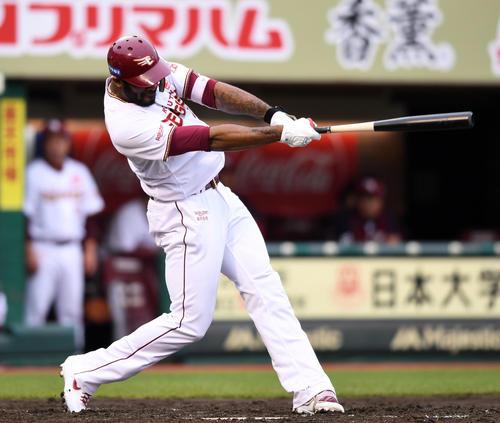 楽天対西武 7回裏楽天1死一塁、右越え2点本塁打を放つブラッシュ(撮影・横山健太)