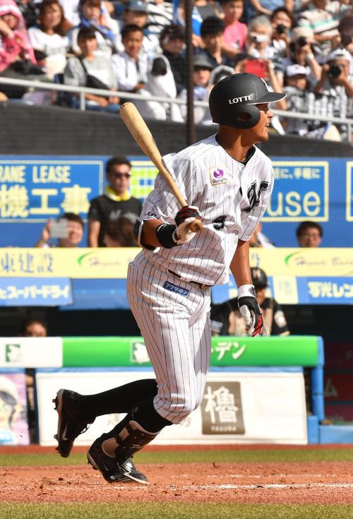 ロッテ対日本ハム、1回裏ロッテ1死一、二塁、福浦は遊ゴロに倒れる(撮影・柴田隆二)