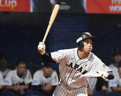 9月3日、U18W杯パナマ戦で右翼線に三塁打を放つ日本の森
