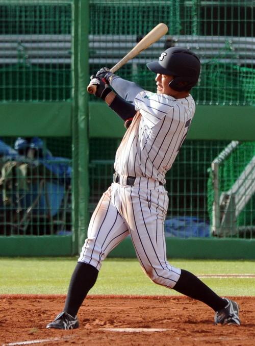仙台大対東北福祉大 延長10回表仙台大1死満塁、川村が右越えに決勝の満塁本塁打