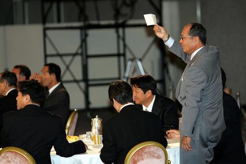 05年、1巡目指名の福岡一・陽仲寿をめぐっての抽選で、「日本ハムが交渉権確定」とアナウンスされたのを受け、クジを手に立ち上がって「ウチだよ」とアピールするソフトバンク王監督