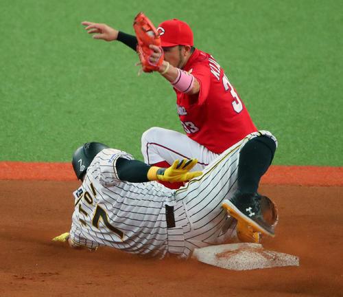 8月9日、広島戦の2回、阪神糸井は二盗死の際に左足を負傷し交代となる。二塁カバーは菊池涼