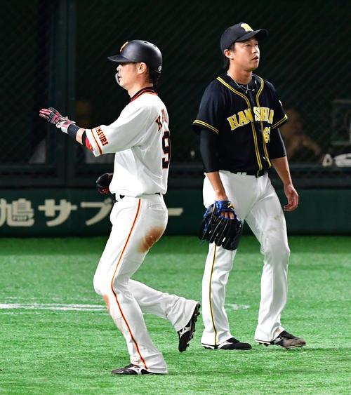 巨人対阪神 5回裏巨人1死二、三塁、丸佳浩の左犠飛で失点する島本浩也(撮影・清水貴仁)