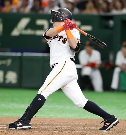 巨人対阪神 7回裏巨人1死一塁、ゲレーロは中越え2点本塁打を放つ(撮影・加藤哉)