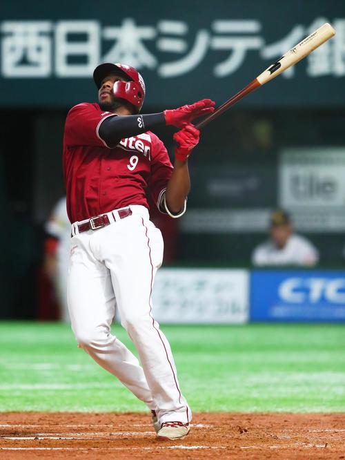 クライマックスシリーズのソフトバンク戦で本塁打を放つオコエ