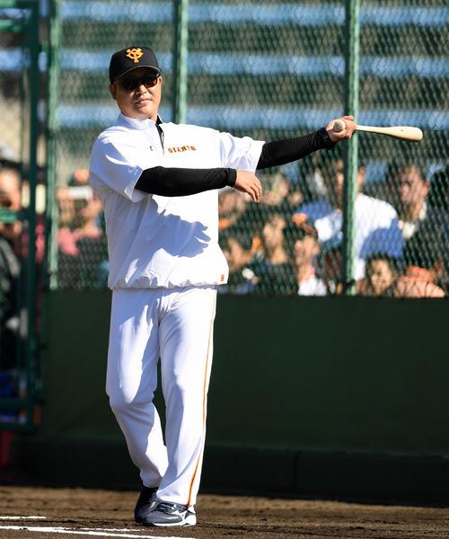 村田修一コーチ(2018年10月29日撮影)