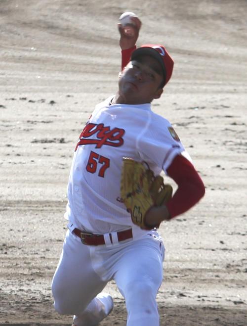 フェニックスリーグ巨人戦に3番手で登板する田中法彦投手