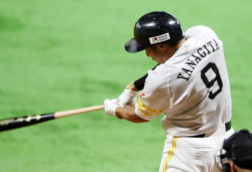 ソフトバンク対巨人 8回裏ソフトバンク1死、柳田悠岐は左越え本塁打を放つ(撮影・加藤哉)