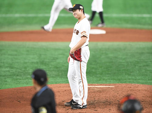 4回表ソフトバンク1死一、三塁、先発菅野はグラシアルに先制の3点本塁打を浴びる(撮影・加藤諒)
