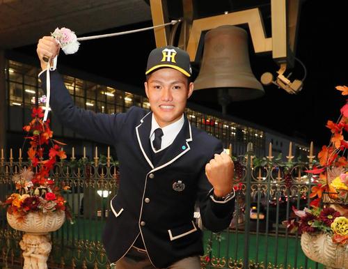 阪神と仮契約を結んだ創志学園・西は、笑顔で旅立ちの鐘を鳴らす(撮影・宮崎幸一)