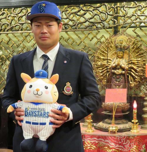 DeNA3位の伊勢は中華街らしく千手観音像が飾られた中華料理店で仮契約を結んだ