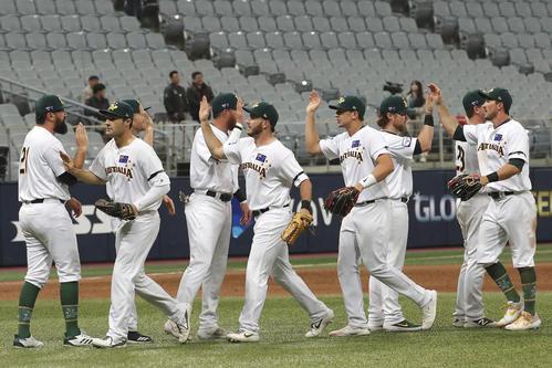 カナダを破り喜ぶオーストラリアの選手たち(AP)