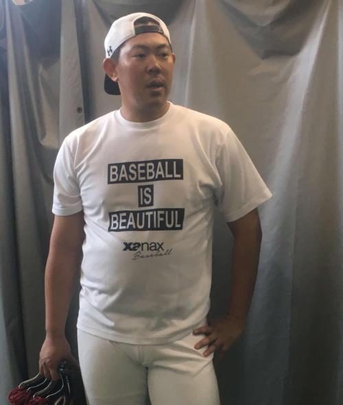 ジャイアンツ球場で調整を行い、取材に答える侍ジャパン山口(撮影・湯本勝大)