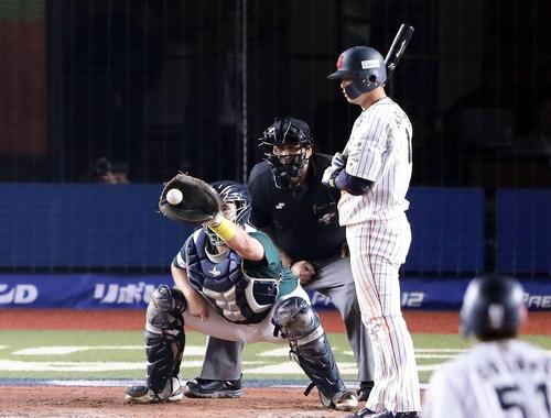 日本対オーストラリア 8回裏日本2死満塁、 浅村は押し出し四球を選ぶ(撮影・浅見桂子)