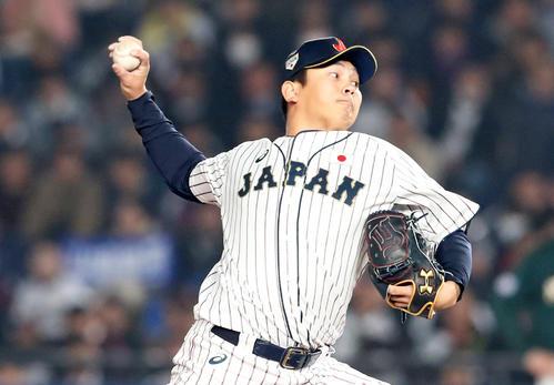 日本対オーストラリア 9回表、日本5番手で登板する山崎(撮影・加藤哉)