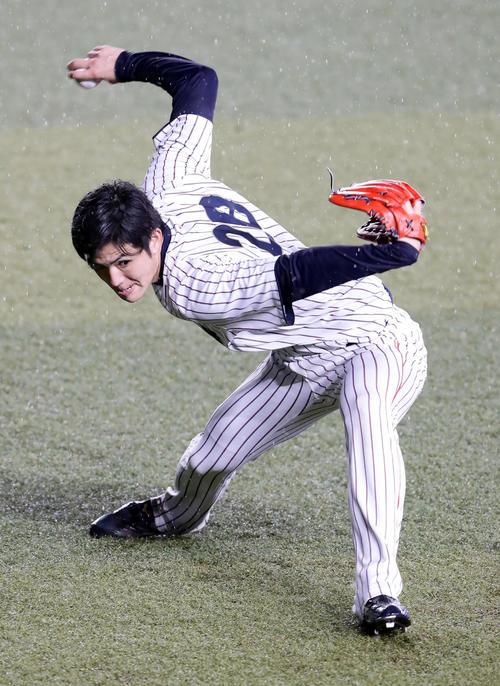 日本対オーストラリア キャッチボールする高橋礼(撮影・浅見桂子)