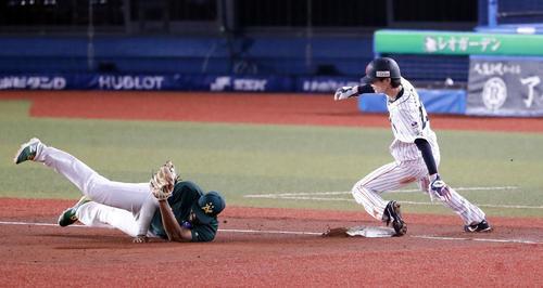 日本対オーストラリア 7回裏日本2死二塁、周東は三塁盗塁成功(以上、撮影・浅見桂子)