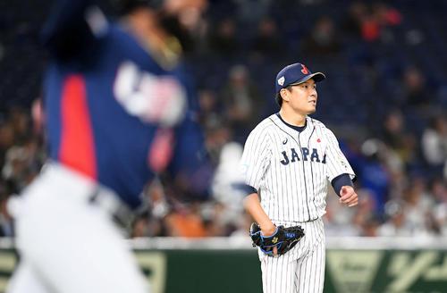 日本対米国 7回表米国1死、アデルにソロ本塁打を浴びる大野(撮影・たえ見朱実)