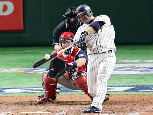 日本対アメリカ 8回裏日本1死三塁、浅村は左適時打を放つ(撮影・浅見桂子)