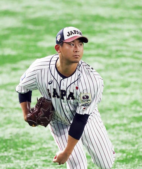 米国戦の試合前練習でキャッチボールする今永昇太(撮影・前田充)