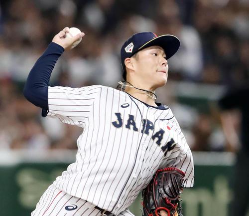 8回表、日本5番手で登板する山本由伸(撮影・加藤哉)