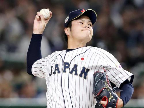 日本対メキシコ 7回表、日本2番手で登板する甲斐野(撮影・加藤哉)
