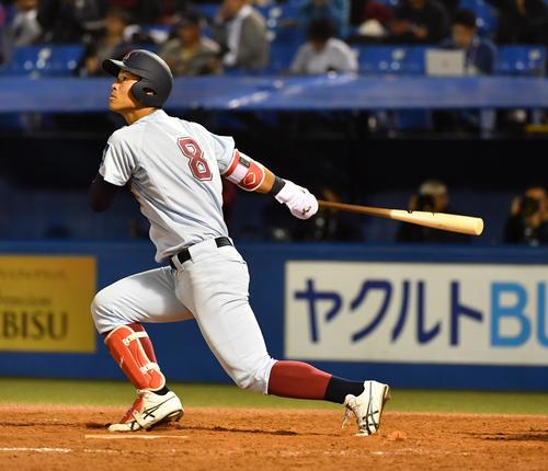 18年、筑波大戦で左越え本塁打を放った佐藤輝明