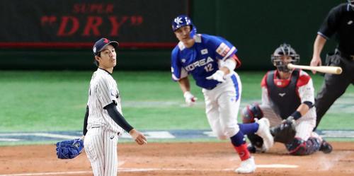 日本対韓国 3回表韓国無死、黄載鈞に同点のソロ本塁打を浴びる岸(撮影・垰建太)