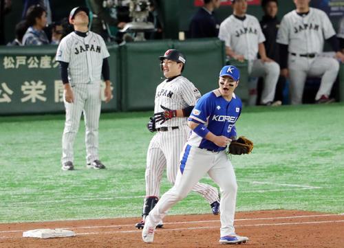 日本対韓国 4回裏日本2死二、三塁、二ゴロに倒れる丸(撮影・垰建太)