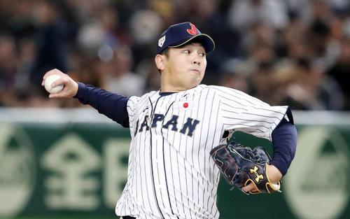 日本対韓国 9回表、日本7番手で登板する山崎康(撮影・加藤哉)