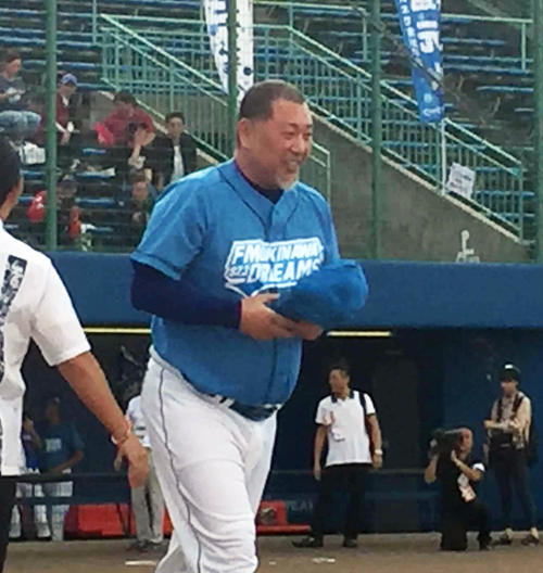 「FM沖縄開局35周年記念ドリームマッチ」でユニホーム姿を披露した清原和博氏
