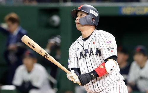 プレミア12決勝の韓国戦、山田哲は左越え3点本塁打を放つ(2019年11月17日撮影)