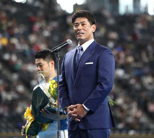 日本ハムファンフェスティバル ファンにあいさつする日本代表の稲葉監督(撮影・黒川智章)