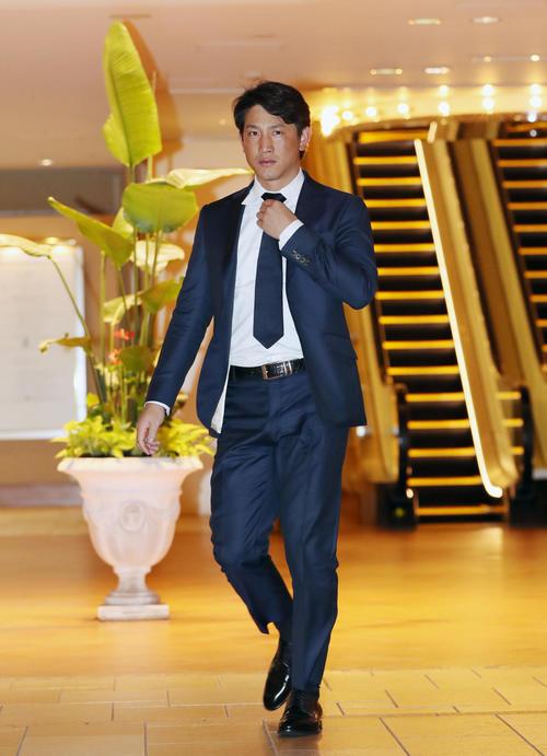 日本プロ野球選手会通常総会に出席する巨人小林(撮影・前田充)