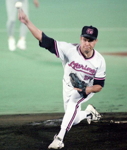 球宴で力投するロッテ伊良部秀輝投手(1994年7月19日撮影)