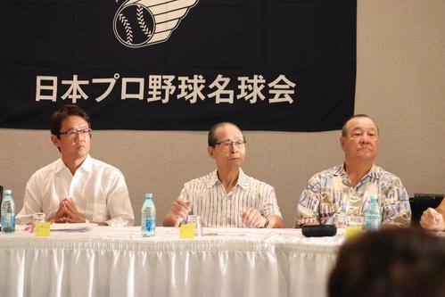 名球会総会に出席する(左から)古田氏、ソフトバンク王球団会長、柴田氏