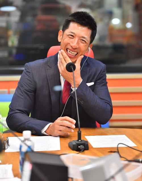 MBS「ベースボールパーク」に出演し笑顔を見せる矢野監督(撮影・上田博志)
