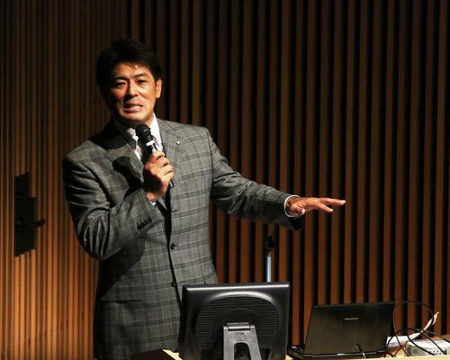 北大で開催された「ベースボールセミナー」で講演を行った侍ジャパン稲葉監督(撮影・木下大輔)