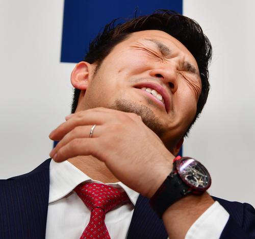 契約更改を終え会見に臨む鈴木誠也(撮影・清水貴仁)