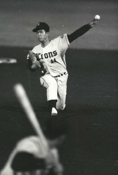 西鉄・井上善夫氏の投球フォーム(1966年4月撮影)