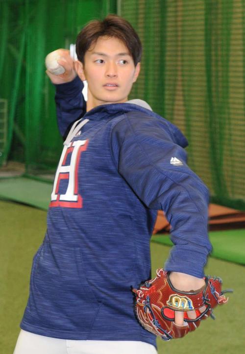 キャッチボールを行う八戸学院大・大道温貴(18年2月27日撮影)